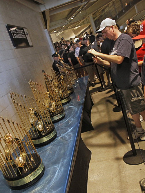 20100704_World_Series_Trophies_LR_01.jpg